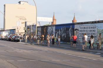 Die Galerie befindet sich am längsten originalen Abschnitt der Berliner Mauer.