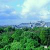 Der Eiffelturm ist in ganz Paris gut sichtbar.