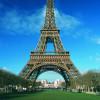 Rund um den Eiffelturm befindet sich ein beliebter Park.