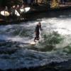 Am Ufer warten meist bereits mehrere Surfer bis sie an der Reihe sind.