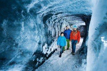 Die Gletschergrotte befindet sich 30 Meter unter der Oberfläche