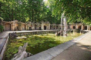 Die untere Grotte im Hofgarten der Eremitage