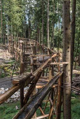 Für die Wasserversorgung wurde eine aufwendige Holzkonstruktion geschaffen.
