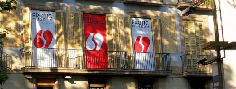 Von außen ist das Erotikmuseum in der La Rambla gut an den rot-weißen 69-Plakaten zu erkennen.