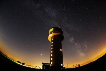 Der Feldbergturm bei Nacht