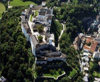 Blick von der Luft auf die Festung Hohensalzburg