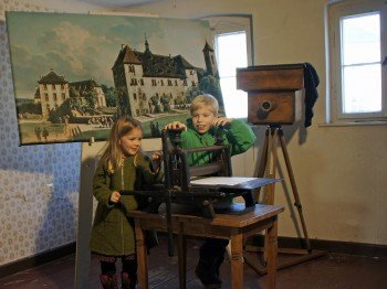 In verschiedenen Ausstellungen, Führungen und Ferienveranstaltungen entdecken die Kinder die Festung auf dem Königstein.