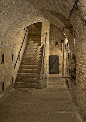 Im Gewölbe der großen Festung gibt es einiges zu entdecken: hier beispielsweise die Funktionsweise des Munitionsladesystems.