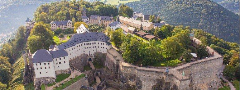 Durch die lange Geschichte der Festung werden auf dem Königstein Bauwerke aus der Spätgotik, der Renaissance, des Barock und dem 19. Jahrhundert vereint.