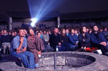 Im August findet regelmäßig Open Air Kino statt.