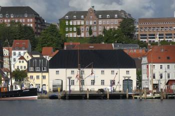Das Schifffahrtsmuseum befindet sich im historischen Hafen von Flensburg.