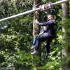 Kinder unter sechs Jahren dürfen nur zusammen mit einer Begleitperson im Tandemflug durch den Wald fliegen.