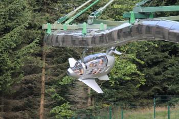 Auf der Wie-Flyer fliegst du bis bis zu 40 km/h durch die Luft.