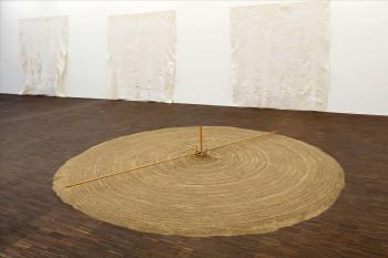 Die Galerie beherbergt die einzige Uecker-Sammlung in Norddeutschland. Dazu gehört auch die Sandspirale.