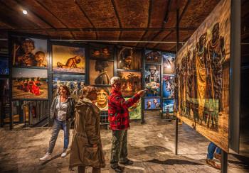 Neben den Lichtshows gibt es interessante Ausstellungen.