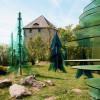 In Weißenstein wachsen neben dem Burgkasten der Burgruine die gläsernen Bäume.
