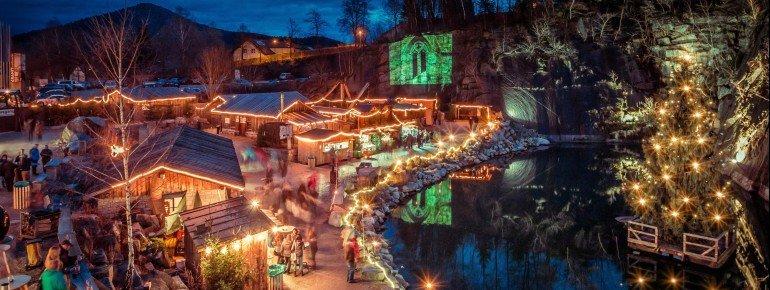 Abends ist die Granitweihnacht ein beeindruckendes Lichtermeer.