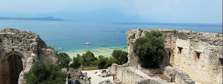 Unterhalb der Anlage befindet sich der Jamaika Beach, ein äußerst beliebter Badestrand.