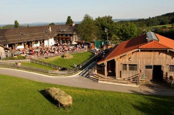 Die Stiftung Gut Aiderbichl besitzt drei besuchbare Güter, auf denen insgesamt mehr als 30 verschiedene Tierarten leben.