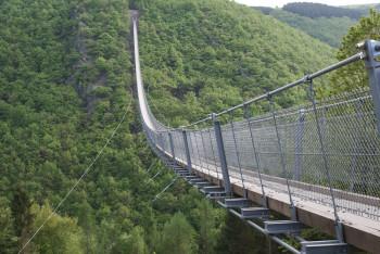 360 Meter lang ist die Hängebrücke Geierlay.