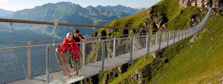 Die Hängebrücke am Stubnerkogel ist 140 Meter lang.