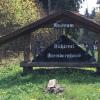 Die Harzköhlerei ist gut gekennzeichnet und nicht zu verfehlen