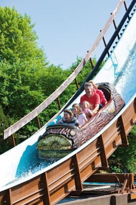 """Die Wildwasserbahn """"Mountain Rafting"""" sorgt für Abkühlung an heißen Sommertagen."""