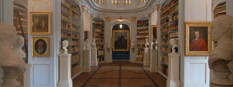 Blick in den Rokokosaal der Herzogin Anna Amalia Bibliothek