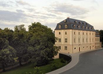 Blick auf das historisches Gebäude der Herzogin Anna Amalia Bibliothek.