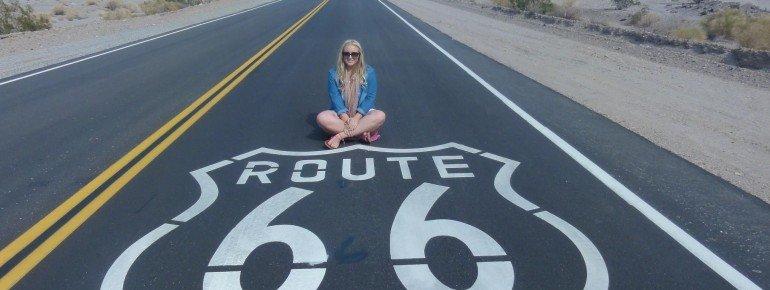 Historic Route 66 Zeichen auf der Straße