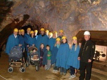 Besuchergruppe im Bergwerk