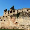 Der gut erhaltene Festungsring lässt die Wehrhaftigkeit der Burg in früheren Zeiten erahnen.