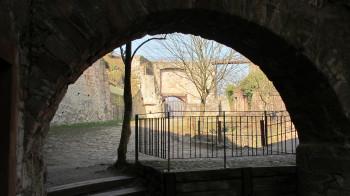 Ein Rundgang in der Burgruine offenbart interessante Einblicke und Eindrücke.