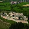Das größte Gebäude, der Palas, bildet das Zentrum der Burgruine.