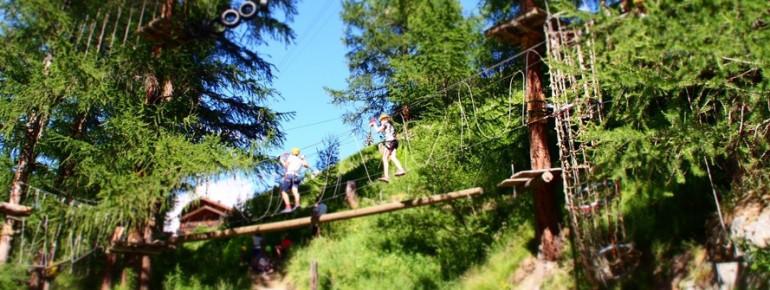 Im Forest Fun Park gibt es Parcours unterschiedlicher Höhe und Schwierigkeit
