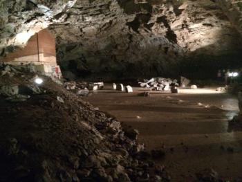 """Der """"kleine Dom"""", einer der Teilbereiche der Höhle"""
