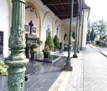 Die Arkadengräber wurden bei der Erweiterung 1884 ergänzt.