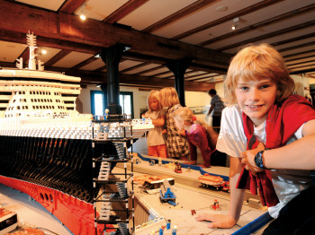 Die Queen Mary gebaut aus 1 Million Legosteinen auf Deck 1.