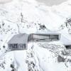 Auf 3.050 Metern Seehöhe wurde auf zwei Etagen ein 1300 Quadratmeter großes Gebäude teils im Berg errichtet.