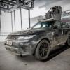 Auch der original Range Rover Sport SVR aus dem Film Spectre ist auf dem Weg zur Ausstellung zu bestaunen.