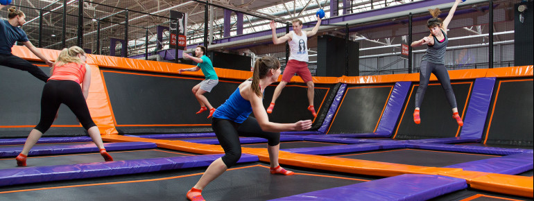 Viele verschiedene Spielmöglichkeiten sorgen im JUMP House Leipzig für großen Spaß.