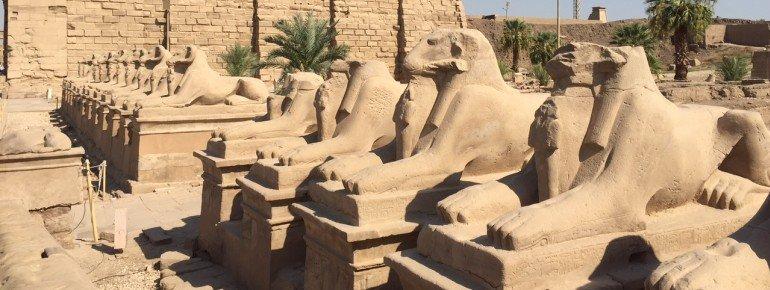 Die Karnak-Tempel waren durch eine von Sphingen gesäumte Allee mit dem benachbarten Luxortempel verbunden