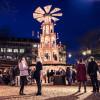 Am Asmus-Bremer-Platz kannst du die 12,5 m hohe Weihnachtspyramide bestaunen.