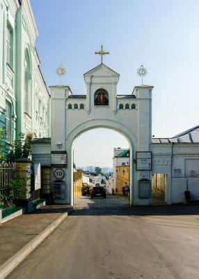 Der Klosterkomplex befindet sich im Stadtzentrum von Kiew.