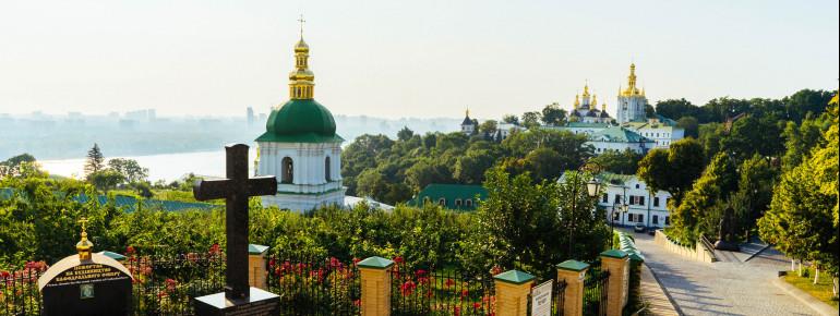 Von den Hügeln des Geländes hat man einen schönen Ausblick über den Fluss Dnepr.