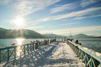 Klagenfurt liegt idyllisch am Wörthersee im Süden Österreichs. Der Weihnachtsmarkt ist ein beliebtes Ausflugsziel bei den slowenischen und italienischen Nachbarn.