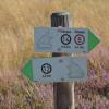 Der Weg durch die Klein Bünstorfer Heide ist gut ausgeschildert.