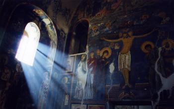 Der lichtdurchflutete Innenraum des Klosters.