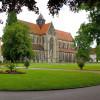 Außenansicht der gotischen Kirche