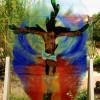 Im Klostergarten kann man moderne Glaskunst bestaunen